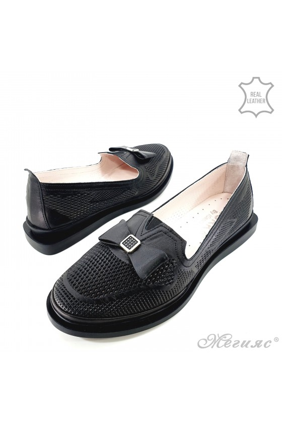 Lady shoes black leather 256
