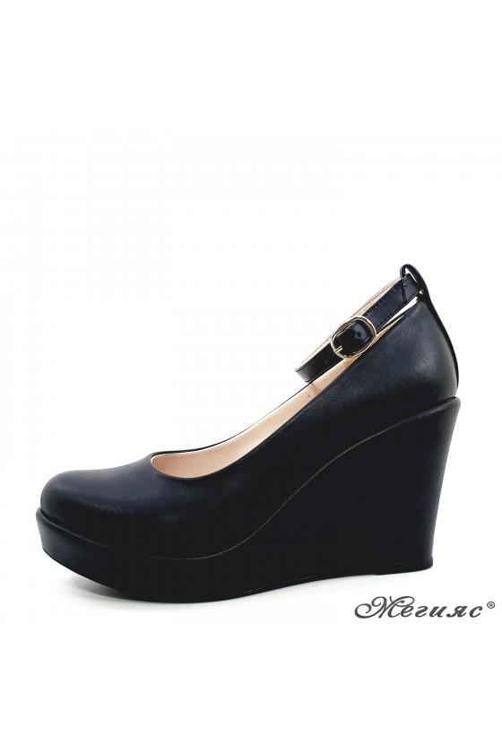 Дамски обувки на платформа черни еко кожа 0215