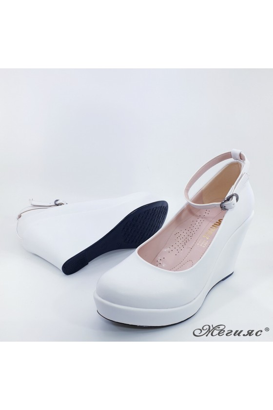 Дамски обувки на платформа бели еко кожa 0215