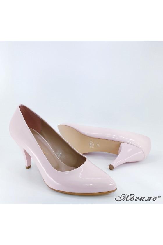 Дамски обувки от еко кожа с лачено покритие пудра 700