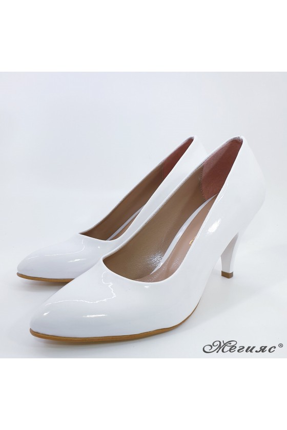Ladies elegant shoes 700 white middle heel pu