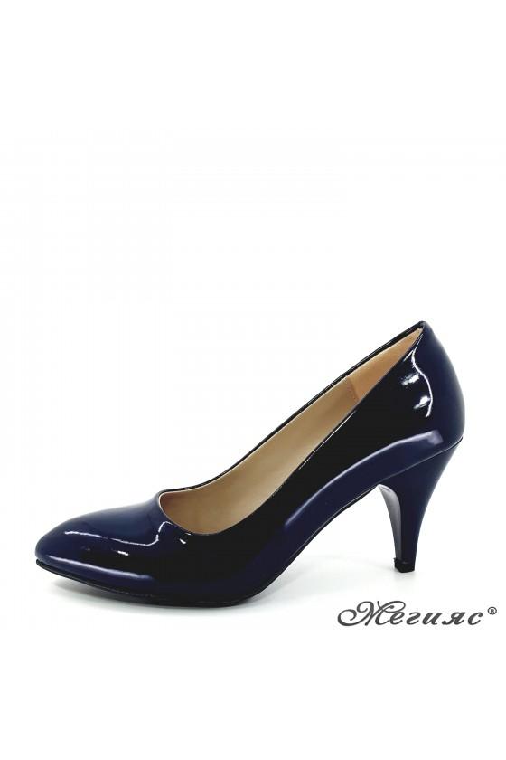 Дамски обувки от еко кожа с лачено покритие сини 700
