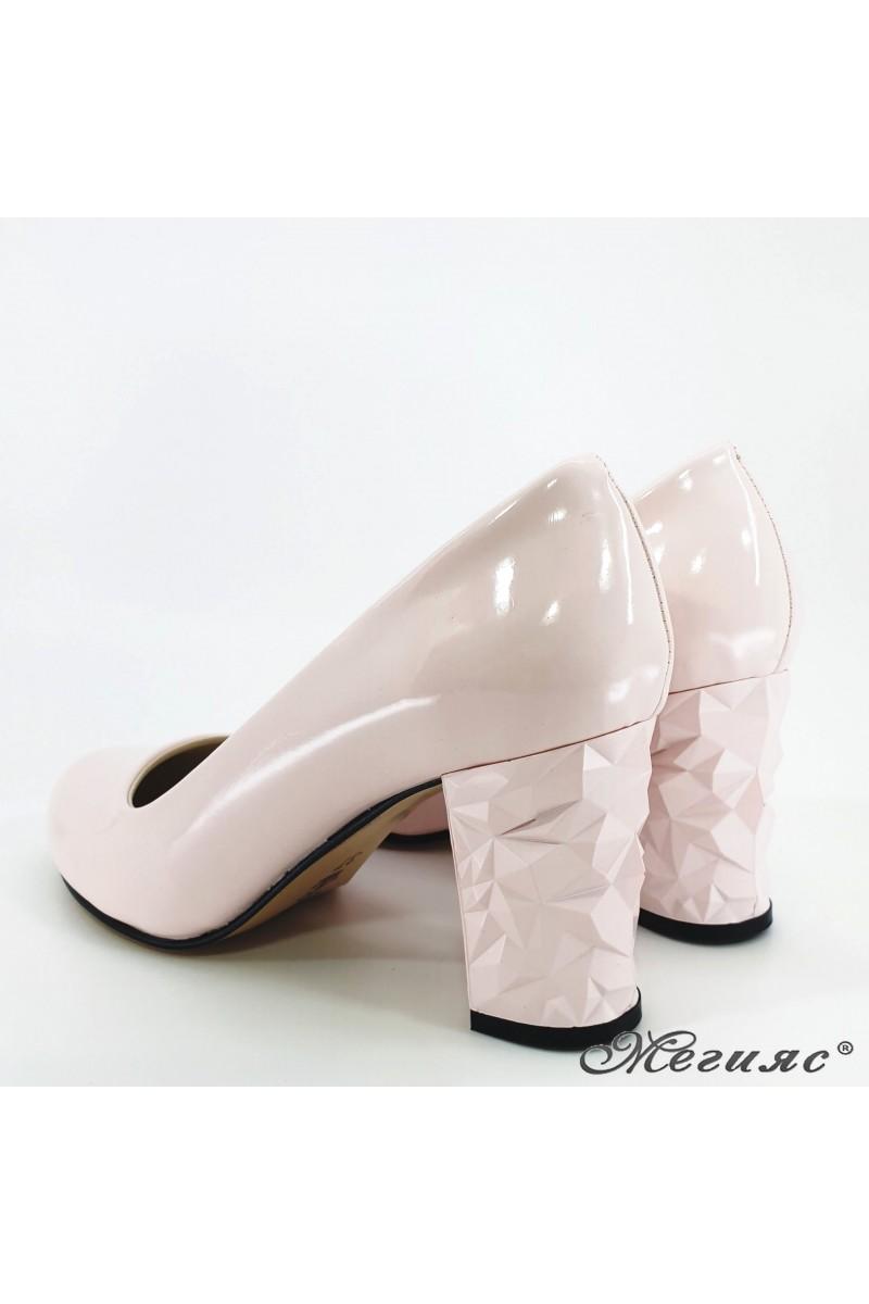 Дамски обувки от еко кожа с лачено покритие пудра 991