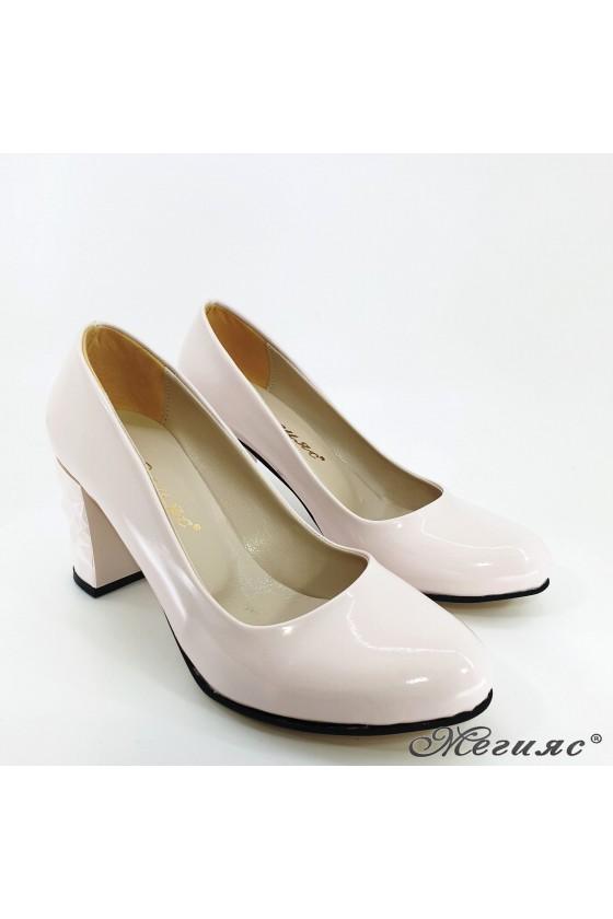 Дамски обувки от лак светло бежови 991
