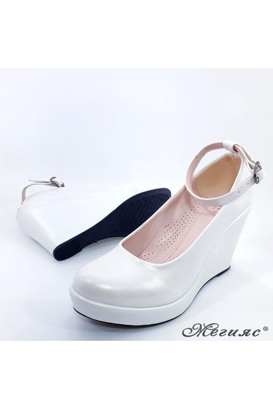 Дамски обувки от еко кожа бяла перла 0215