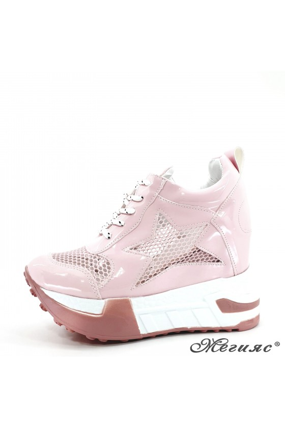Lady shoes pink shine with...