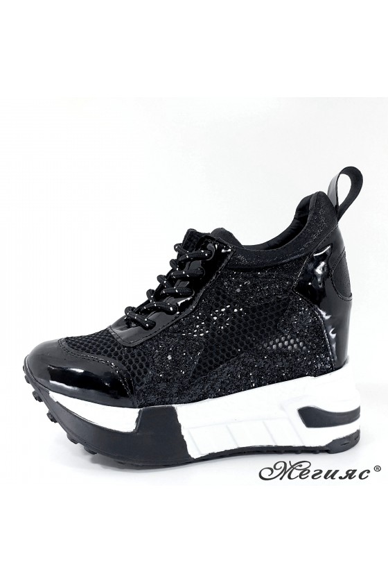 Lady shoes black shine with...