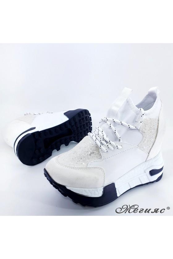 Дамски обувки на платформа бели 7523
