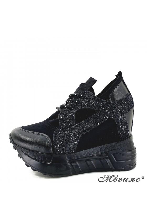 Дамски обувки на платформа черни 0525