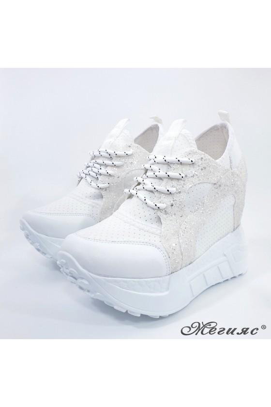 Дамски обувки на платформа бели 0525