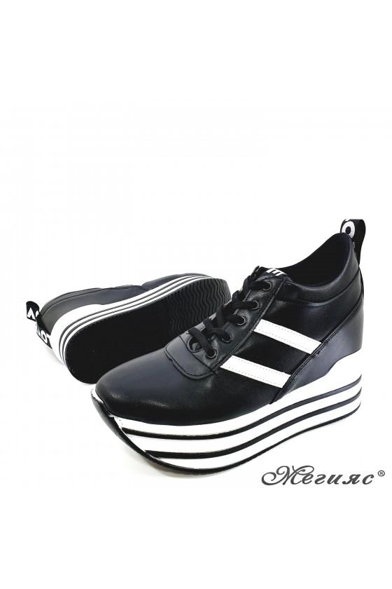 Дамски обувки на платформа черни 0526