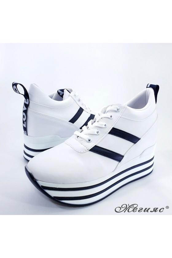 Дамски обувки на платформа бели 0526