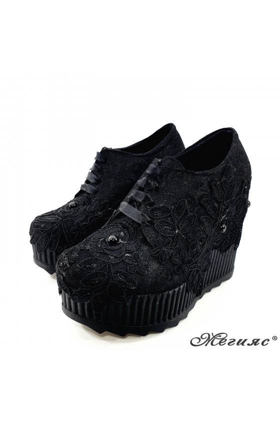 Дамски обувки на платформа с дантела черни 720-13