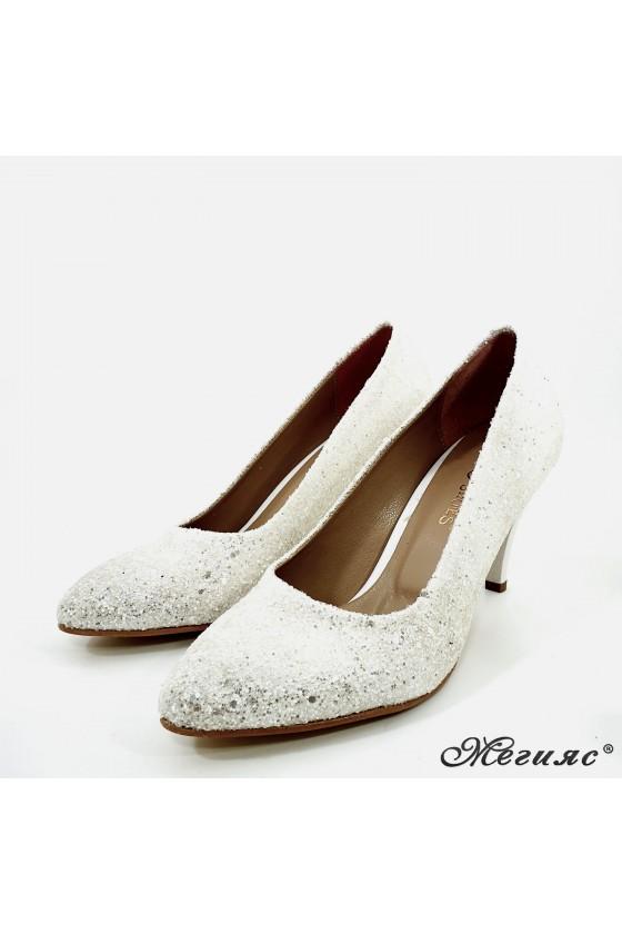 Дамски обувки от брокат бели 700