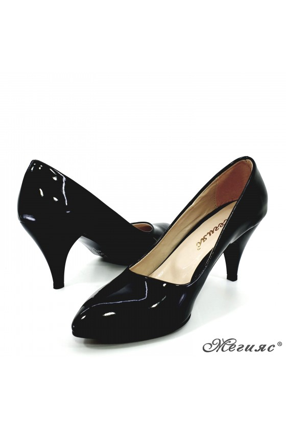 Дамски обувки от еко кожа с лачено покритие черни 700
