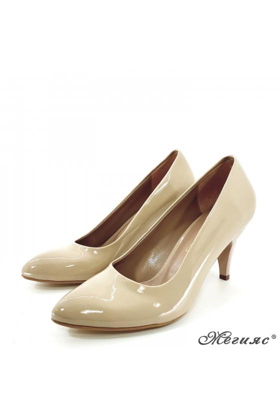 copy of Women elegant  shoes 700 beige patent middle heel