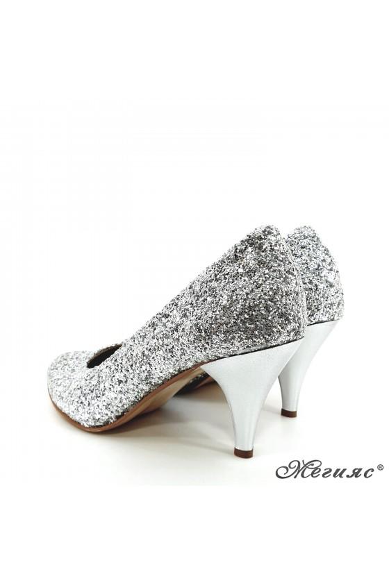 Дамски обувки от брокат сребърни 700