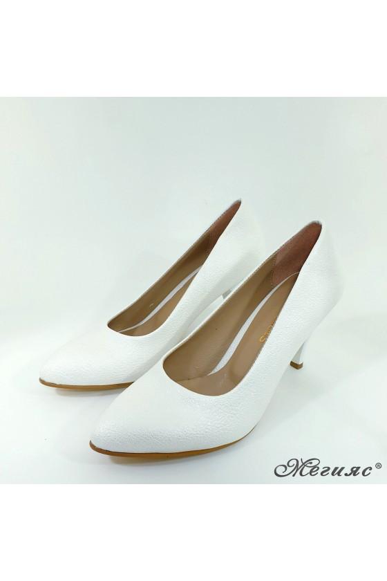Дамски обувки от мачкана еко кожа бели 700