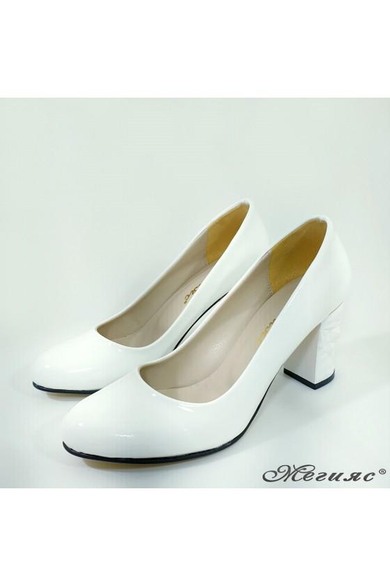 Дамски обувки от лак бели 991