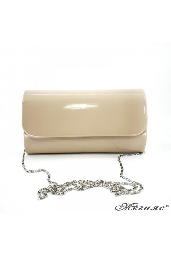 Дамска чанта от лак бежова 575