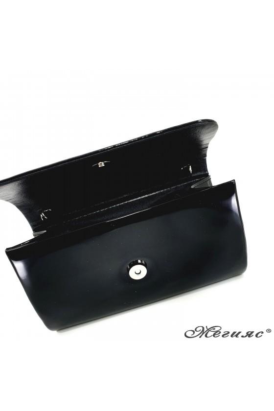 Дамска чанта от лак черна 575