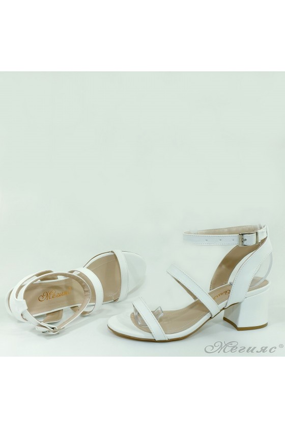 Дамски сандали на ток бели 1022