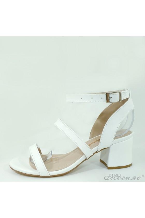 Дамски сандали на ток бели...