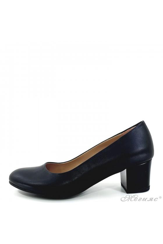 Дамски обувки на ток черни...