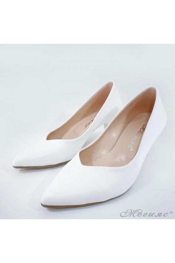 Дамски обувки на ток бели 70