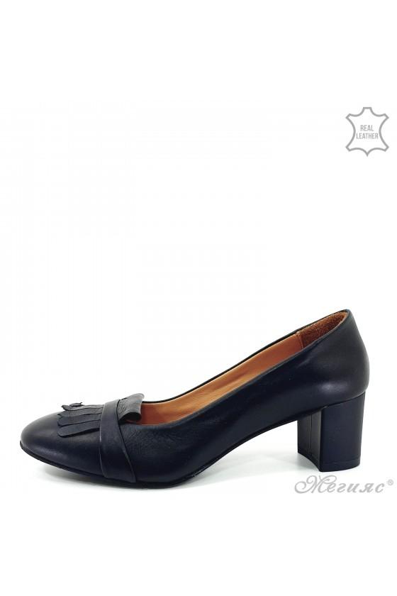 Дамски обувки 3019 черни с ресни от естествена кожа с широк ток