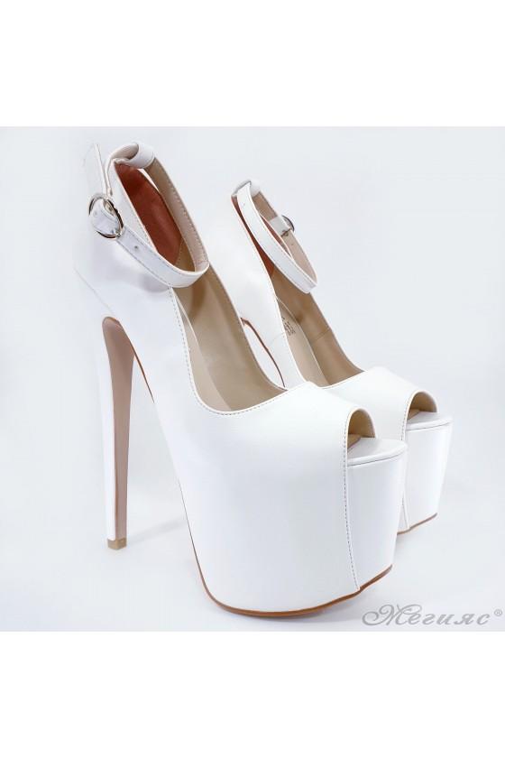 Сценични обувки бяла кожа 975