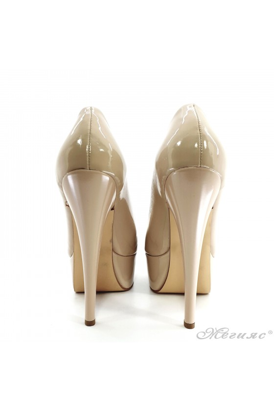Lady shoes with high heels beige shine 51