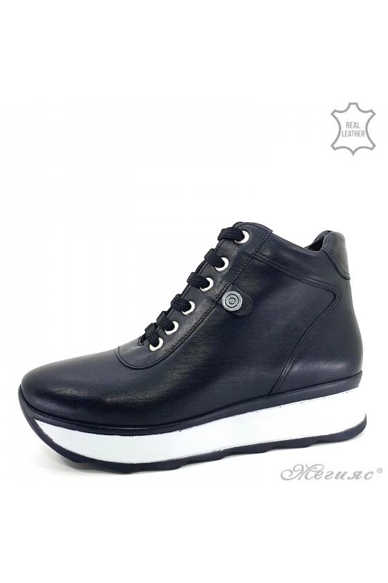 1916-01 Women boots black...