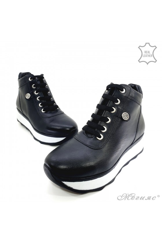 1916-01 Women boots black leather