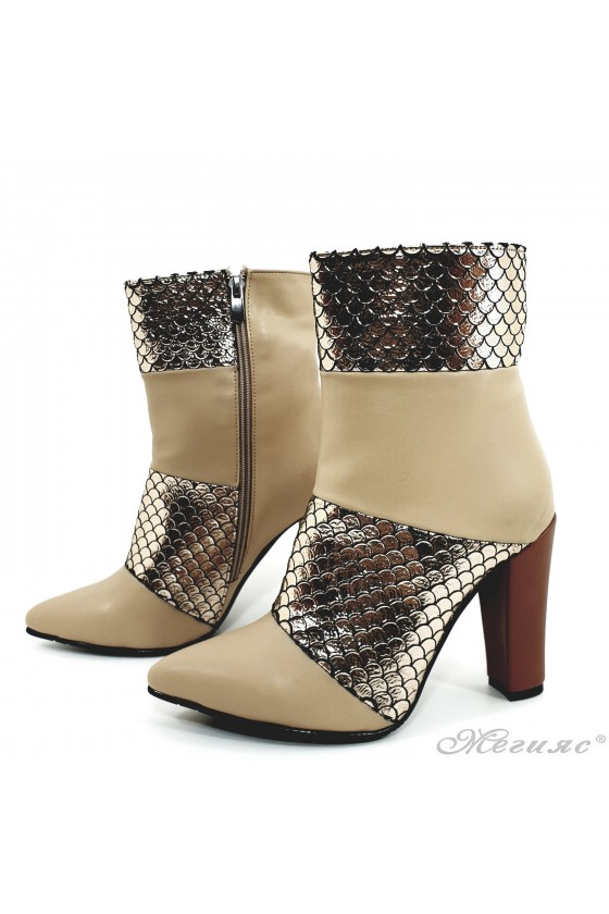 47715 Lady elegant boots beige with silver pu