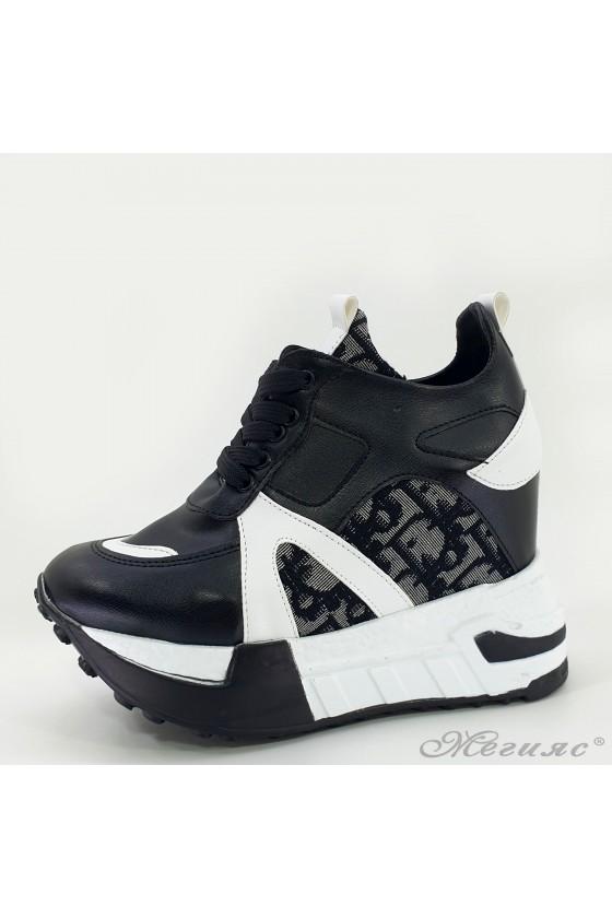 Дамски спортни обувки на платформа черни 7528