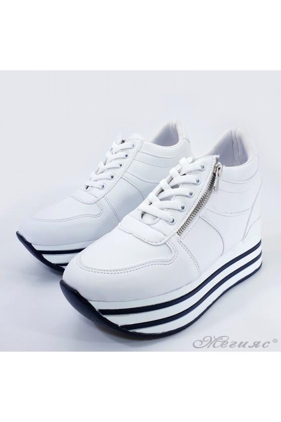 Дамски обувки на платформа бели 2390