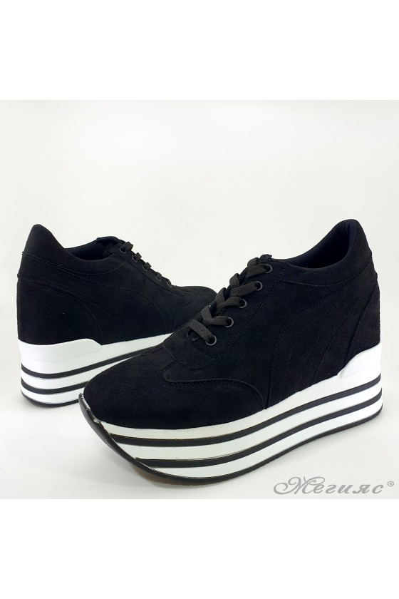 Дамски обувки на платформа от еко велур черни 2389
