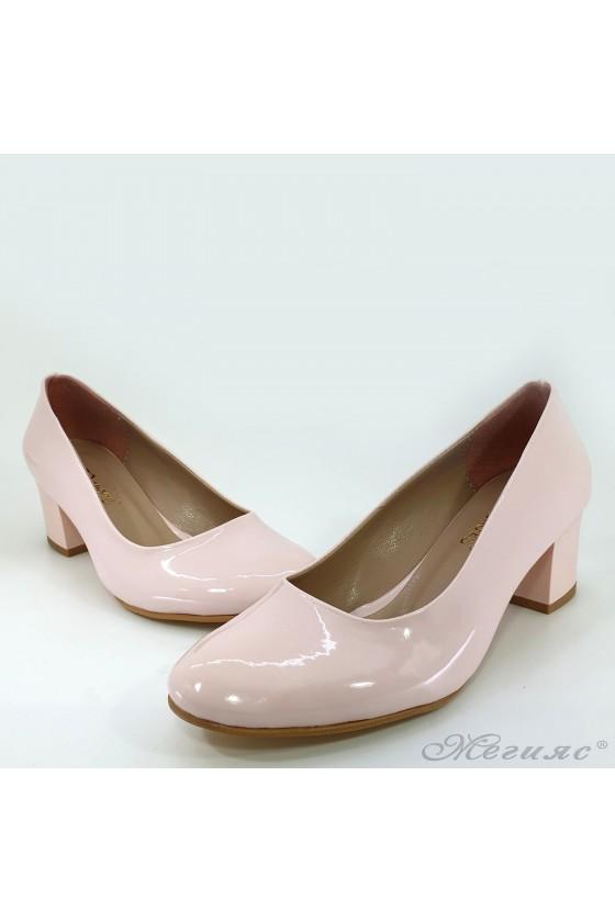 Дамски обувки на ток от лак пудра 903