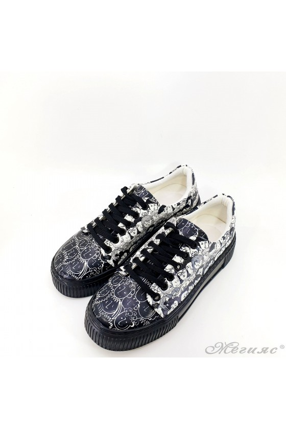 Дамски спортни обувки шарени сникърси 2501