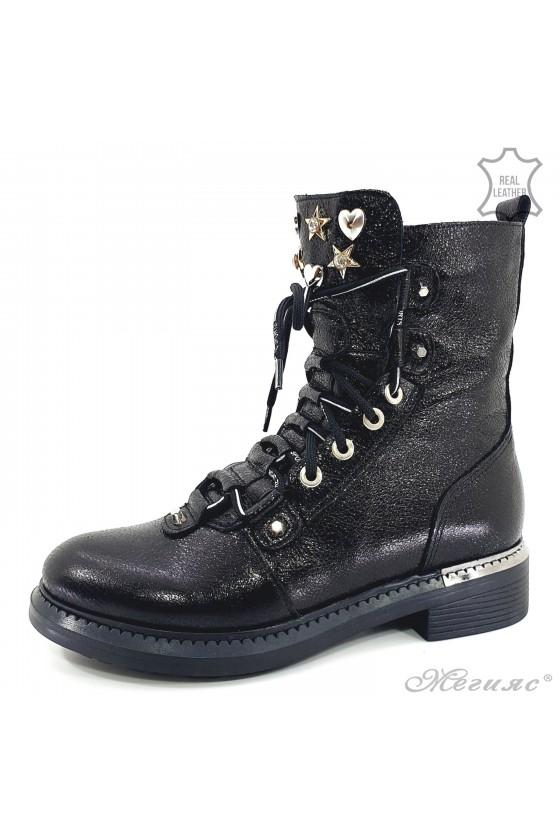 107-826 Lady boots black...