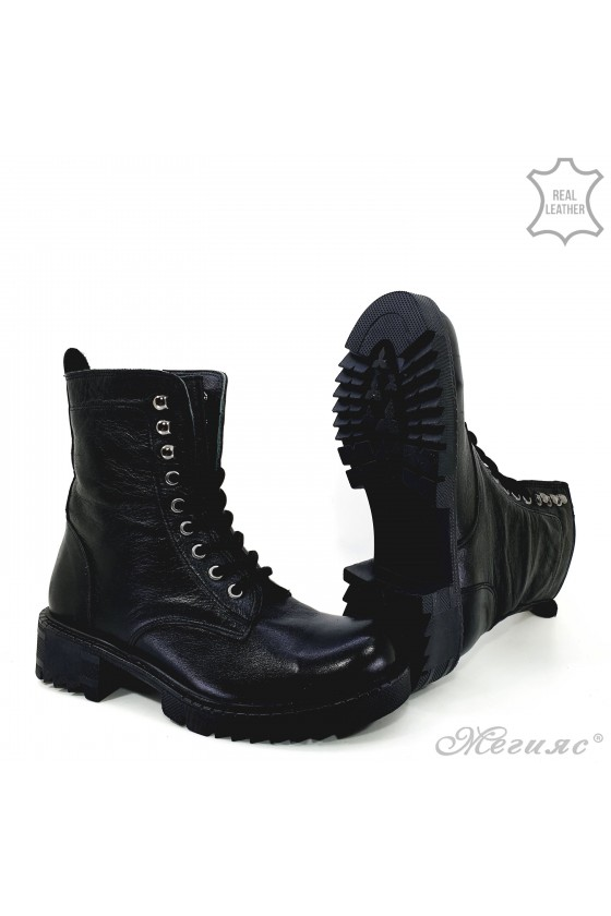 901-8612 Women boots black leather