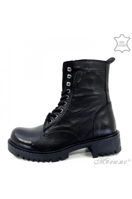 901-8612 Women boots black...