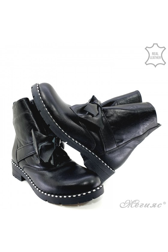 933-403 Women boots black leather