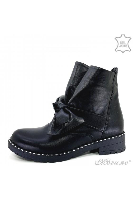 933-403 Women boots black...