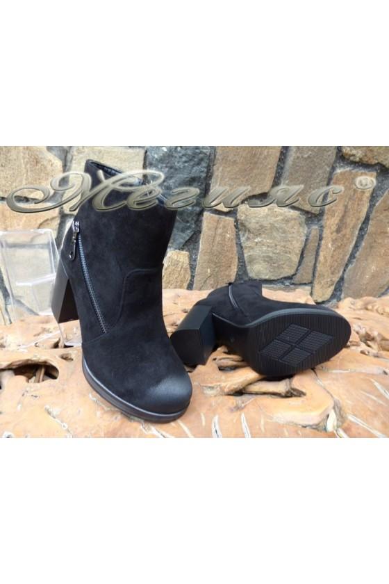 Дамски боти CASSIE 18-2509 черни велур с широк ток