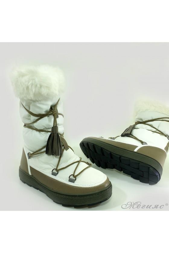 19-1320 Women boots white